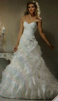 Size 4; Ivory Sweetheart Pleated Applique Organza  Lewisville, 75067