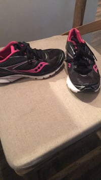 pair of black-and-pink Nike running shoes 1072 mi