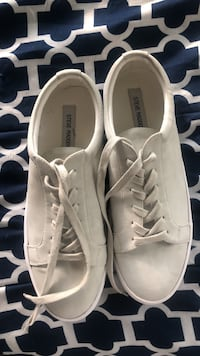 pair of white low-top sneakers Pass Christian, 39571