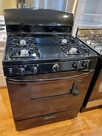 Ge 30in gas stove  The Bronx, 10469
