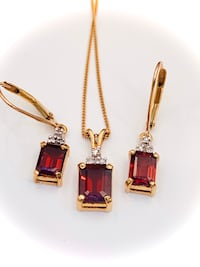 Ladies 10k garnet and diamond necklace and earring set Fort Erie, L2A