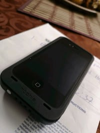 iPhone 4s with self charging case(mint condition) Timberlea, B3T 1J4
