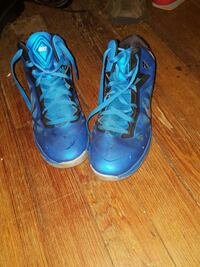 pair of blue Nike basketball shoes East Haven, 06512