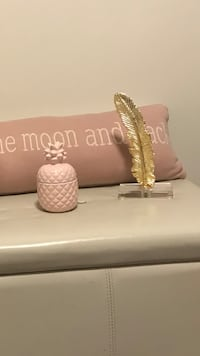 Pink and gold decor Hamilton, L9A 4N2