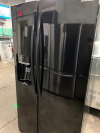 SAMSUNG SIDE BY SIDE REFRIGERATOR WORKING PERFECTLY 4 MONTHS WARRANTY