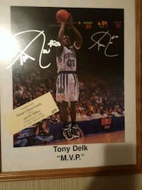 Tony Delk autographed picture with wooden frame.. Shepherdsville, 40165
