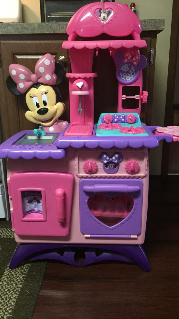 Letgo minnie mouse kitchen set in lilly pa for Lilly s craft kitchen