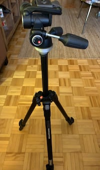 Manfrotto tripod with 804RC2 tilt head Toronto, M5B