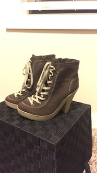 NEW Women's boots Vancouver, 98665