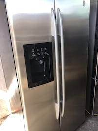 G.E Profile Stainless Steel Refrigerador with Ice Maker And Water Dispenser in Amazing Conditions extremely Clean like new delivery available Chino, 91766