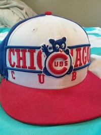white and red Chicago Bulls cap 899 mi
