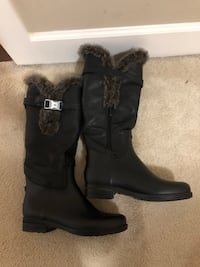 Rain boots with fur size 7
