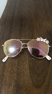 Silver framed aviator sunglass for kid