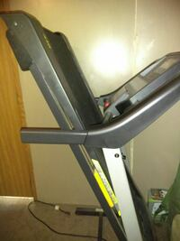 Gold's gym treadmill (ipod compatible)