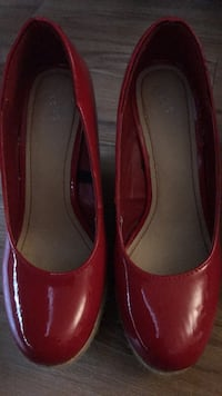 Red shoes size 7 Hamilton, L9C 1X9