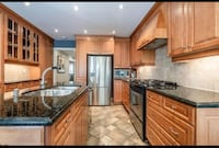 Kitchen cabinets Maple Mississauga, L5N