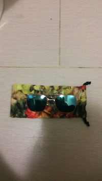 Brand new ray ban sunglasses not a scratch asking 100$  Edmonton, T6J