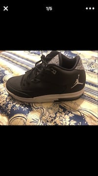 Pair of black air jordan basketball shoes Mesa, 85203