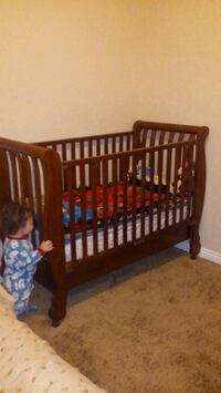 Dresser and crib with mattress Perris, 92570