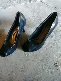 pair of black leather heeled shoes Modesto, 95354