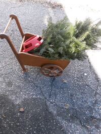 Cute little wagon ( use as Christmas prop or anyth