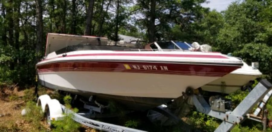 1987 Phachanga searay white and red speed boat 1142c7a6-a0bf-442a-9414-3a1e6bdc9bab