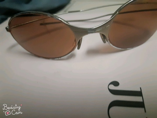 Oakley  ,authentic  4