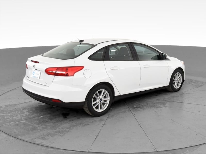 2018 Ford Focus sedan SE Sedan 4D White <br /> 10