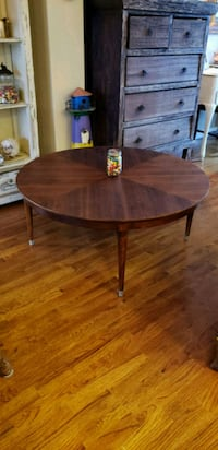 round brown wooden coffee table Auburn, 98002