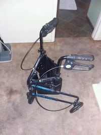 Collaspable walker for the elderly includes brakes Mesa, 85202