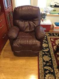 powered leather easy chair, 1 year old, perfect condition Mount Vernon