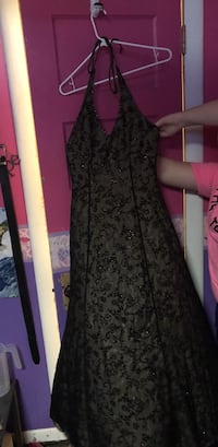 Black and tan colored dress size 5-6 Holland, 76534