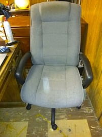 Large Gray Executive Office Chair; Rolling/Swivel  Rochester, 14619
