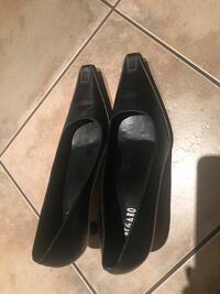 Pair of black leather pointed-toe flats, size 38 Brampton, L6R 0T8
