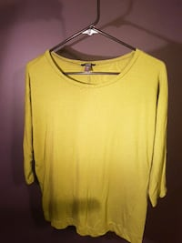 yellow scoop-neck long-sleeved shirt Crysler, K0A 1R0