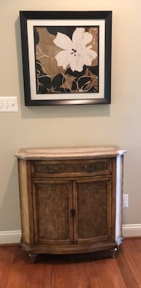 Accent table and framed wall picture   Vienna, 22182