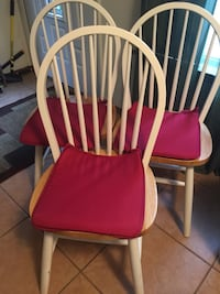 Three white-and-pink wooden windsor chairs Melville, 11747