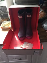 Size 11 purple hunter boots for girls youth almost looks and still smell new Niagara Falls, L2H 1T3