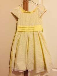 Size 5 girls cotton pretty yellow dress Calgary, T3K 6J7