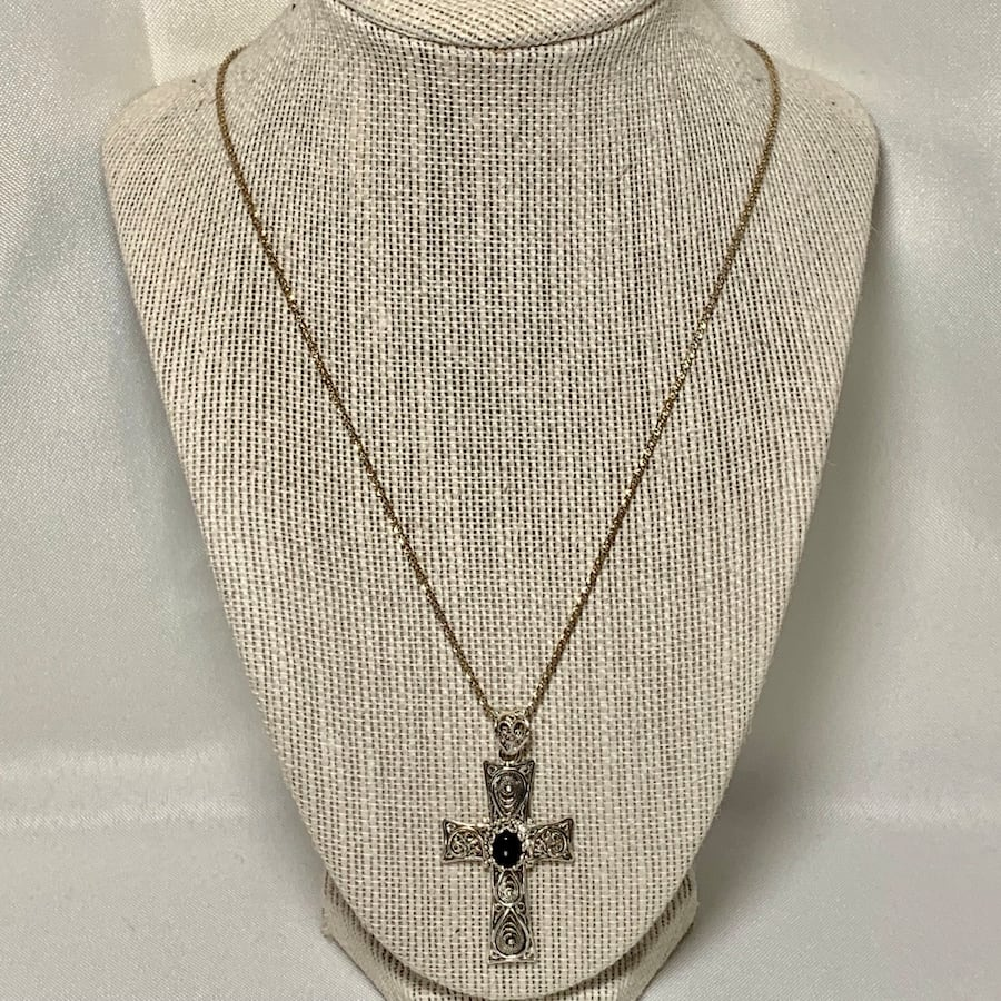 Antique Sterling Silver Black Onyx Cross with Sterling Chain cd3dbd2b-e542-4261-9730-5aa318c76ef7