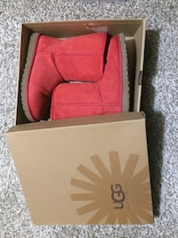 Authentic UGG boots size 7, have a box Bellevue, 98006