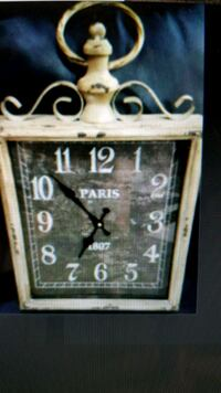 "Beautiful wall clock - 11 1/4"" x 20 1/4"" Brampton, L6R 3J7"