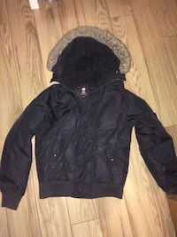 Men's roots jacket size small 550 km