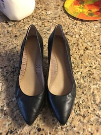 Pair of black pointed toe leather pumps Fairfax, 22030