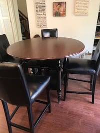 Table and chairs  Reston, 20191
