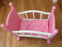 Doll bed with bedding WASHINGTON