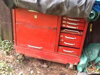 red Snap-On tool chest Grenville-sur-la-Rouge, J0V