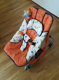 Babyens orange och vit bouncer
