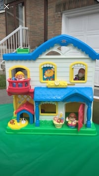 Fisher Price -Little People Doll House-include all the figures  Markham, L3T 1Y9