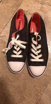 converse sneakers! women's size 8 Washington, 20037